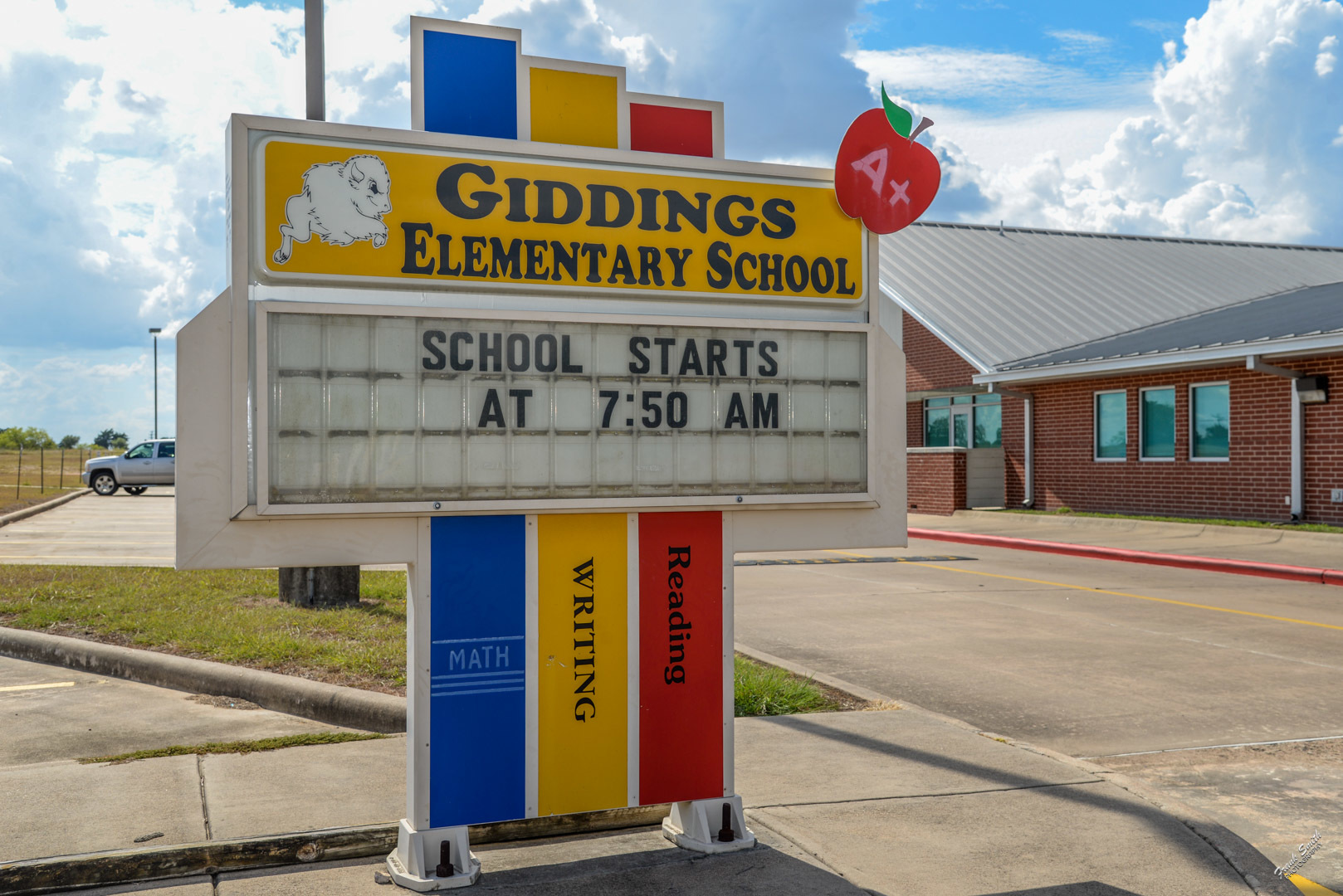 Giddings Elementary School sign